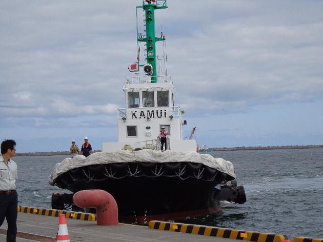 近づくタグボート 2.JPG