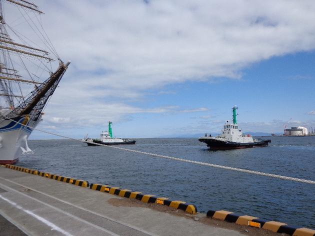 タグボート2艘横付け準備.JPG